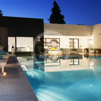 Exclusive modern villa in Marbella - Night real estate photography
